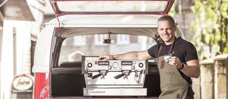 Kafijas iekārta automašīnā.jpg